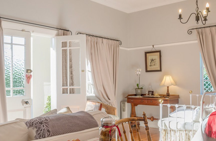 Claremont self-catering accommodation - The elegant self-catering Claremont Rose Cottage offers an affordable romantic getaway in the heart of the Cape.